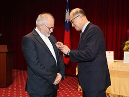 Award for AoS International Director